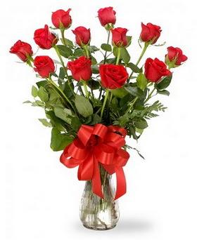 Elazığ kaliteli taze ve ucuz çiçekler  12 adet kırmızı güllerden vazo tanzimi