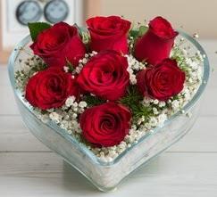 Kalp içerisinde 7 adet kırmızı gül  Elazığ anneler günü çiçek yolla