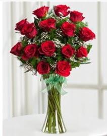 Cam vazo içerisinde 11 kırmızı gül vazosu  Elazığ çiçekçi mağazası