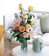 Elazığ kaliteli taze ve ucuz çiçekler  cam yada mika vazo içerisinde gül kazablanka
