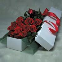 Elazığ çiçekçi telefonları  11 adet gülden kutu