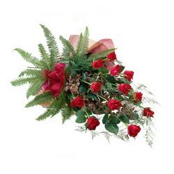 Elazığ çiçekçi telefonları  10 adet kirmizi gül özel buket çiçek siparisi