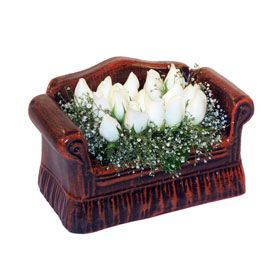 seramik içerisinde 11 gül  Elazığ yurtiçi ve yurtdışı çiçek siparişi