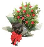 12 adet kirmizi gül buketi   Elazığ online çiçekçi , çiçek siparişi