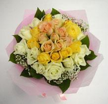 sari ve beyaz gül karisimda   Elazığ kaliteli taze ve ucuz çiçekler