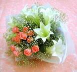 Elazığ hediye sevgilime hediye çiçek  lilyum ve 7 adet gül buket