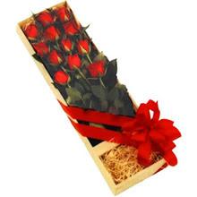 kutuda 12 adet kirmizi gül   Elazığ hediye sevgilime hediye çiçek