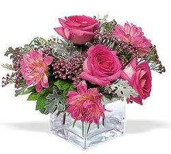 Elazığ çiçek , çiçekçi , çiçekçilik  cam içerisinde 5 gül 7 gerbera çiçegi