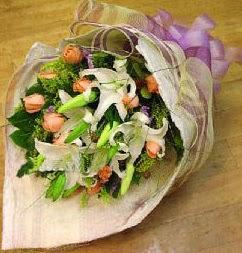 Elazığ İnternetten çiçek siparişi  11 ADET GÜL VE 1 ADET KAZABLANKA