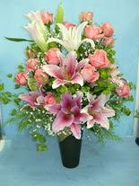 Elazığ İnternetten çiçek siparişi  cam vazo içerisinde 21 gül 1 kazablanka