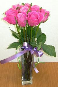 cam vazo içerisinde 11 adet gül  Elazığ İnternetten çiçek siparişi