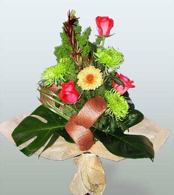 Elazığ güvenli kaliteli hızlı çiçek  3 adet gül 4 adet gerbera çiçegi sade buket