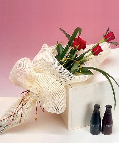 3 adet kalite gül sade ve sik halde bir tanzim  Elazığ çiçek yolla