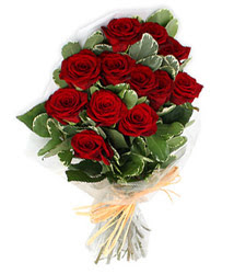 Elazığ uluslararası çiçek gönderme  9 lu kirmizi gül buketi.
