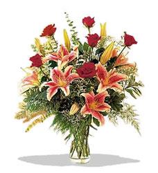 Elazığ çiçekçiler  Pembe Lilyum ve Gül