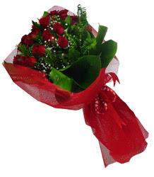 Elazığ anneler günü çiçek yolla  10 adet kirmizi gül demeti