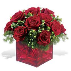 Elazığ hediye sevgilime hediye çiçek  9 adet kirmizi gül cam yada mika vazoda