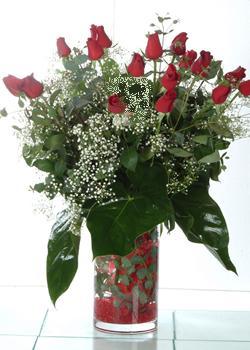 Elazığ online çiçek gönderme sipariş  11 adet kirmizi gül ve cam yada mika vazo tanzim