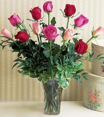 Elazığ internetten çiçek siparişi  12 adet karisik renkte gül cam yada mika vazoda