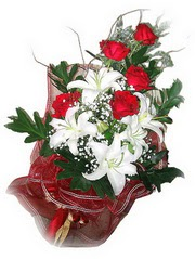 Elazığ çiçek siparişi vermek  5 adet kirmizi gül 1 adet kazablanka çiçegi buketi