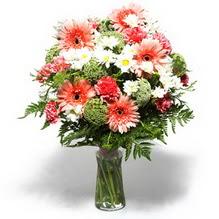 Elazığ çiçek gönderme sitemiz güvenlidir  cam yada mika vazo içerisinde karisik demet çiçegi