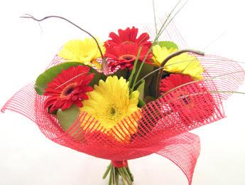 9 adet gerbera çiçeklerinden buket  Elazığ çiçek mağazası , çiçekçi adresleri