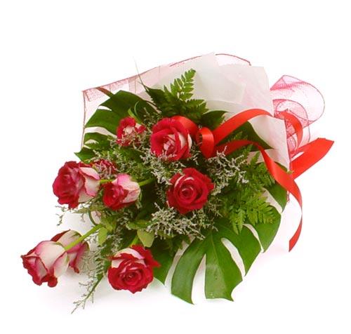çiçek gönder 7 adet kirmizi gül buketi  Elazığ çiçek siparişi vermek