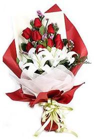 Elazığ yurtiçi ve yurtdışı çiçek siparişi  9 adet gül 2 adet kazablanka buketi