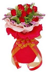 Elazığ çiçek , çiçekçi , çiçekçilik  8 Adet kirmizi güllerden buket tanzimi