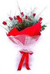 Elazığ 14 şubat sevgililer günü çiçek  9 adet kirmizi gül buketi demeti