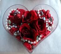 Elazığ çiçek satışı  mika kalp içerisinde 3 adet gül ve taslar