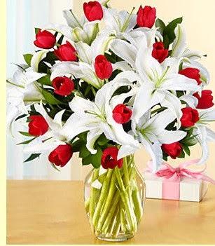 Elazığ çiçek yolla , çiçek gönder , çiçekçi   3 kazablanka 10 kırmızı gül vazosu