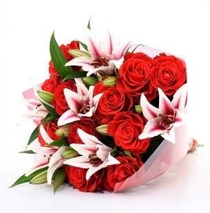 Elazığ çiçek gönderme  3 dal kazablanka ve 11 adet kırmızı gül