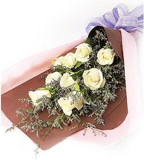 Elazığ çiçek satışı  9 adet beyaz gülden görsel buket çiçeği