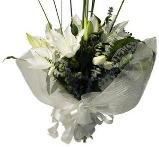 Elazığ online çiçekçi , çiçek siparişi  2 dal kazablanka çiçek buketi
