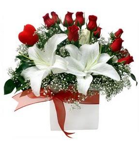 Elazığ online çiçekçi , çiçek siparişi  1 dal kazablanka 11 adet kırmızı gül vazosu