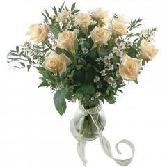 Vazoda 8 adet beyaz gül  Elazığ hediye çiçek yolla