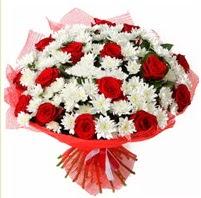 11 adet kırmızı gül ve beyaz kır çiçeği  Elazığ İnternetten çiçek siparişi