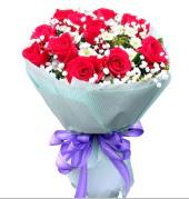 12 adet kırmızı gül ve beyaz kır çiçekleri  Elazığ online çiçekçi , çiçek siparişi