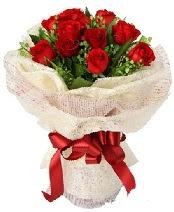 12 adet kırmızı gül buketi  Elazığ çiçekçi mağazası