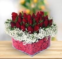15 kırmızı gülden kalp mika çiçeği  Elazığ çiçek mağazası , çiçekçi adresleri