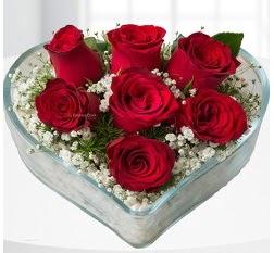 Kalp içerisinde 7 adet kırmızı gül  Elazığ çiçekçiler