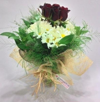 5 adet kırmızı gül ve kırızantem buketi  Elazığ çiçek satışı