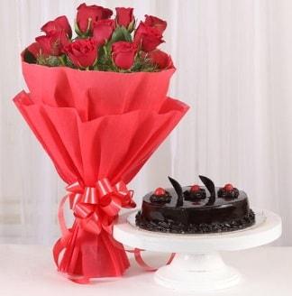 10 Adet kırmızı gül ve 4 kişilik yaş pasta  Elazığ İnternetten çiçek siparişi