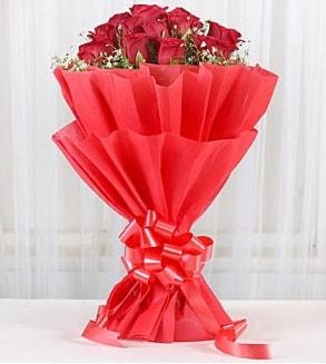 12 adet kırmızı gül buketi  Elazığ yurtiçi ve yurtdışı çiçek siparişi